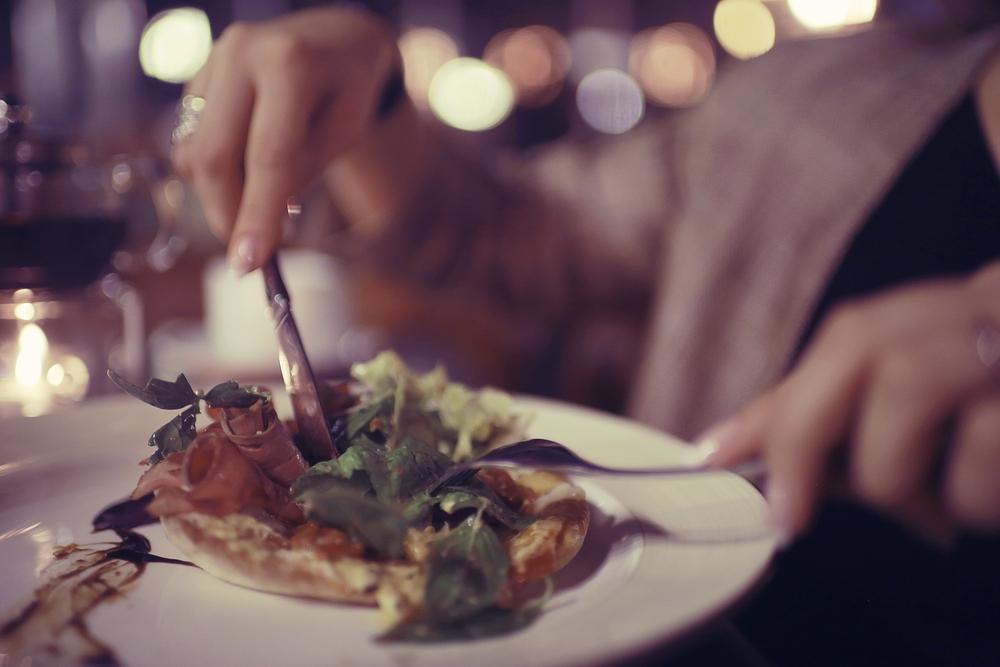 3 Risiko Kesehatan Makan Malam Terlambat